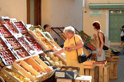 Market in L'Ile Rousse